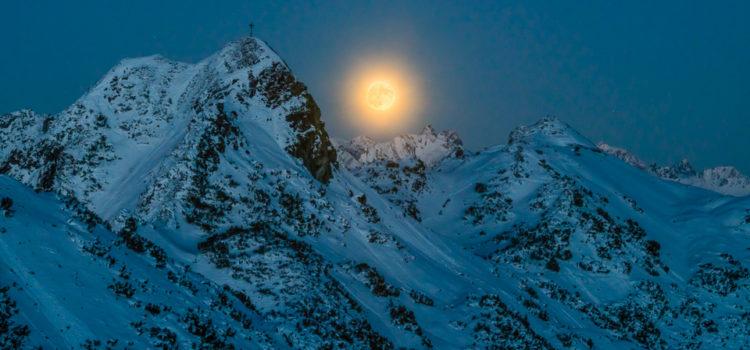 Supermond - Vollmond über den Bergen