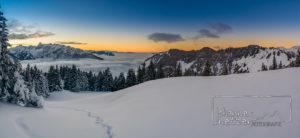 Sonnenuntergang über dem Nebel