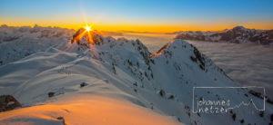 Winterlicher Sonnenuntergang am Gipfel